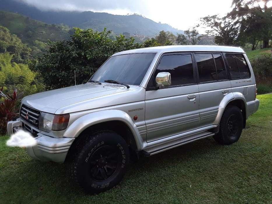 Mitsubishi Montero 1994 - 300000 km