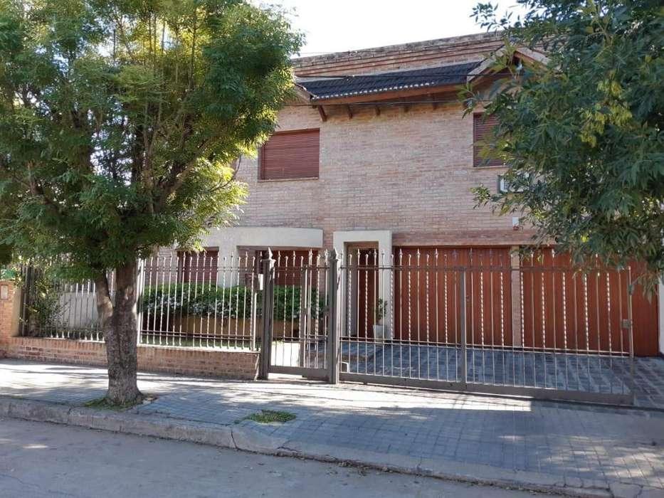 Venta casa de 3 dorm en B Alejandro Centeno