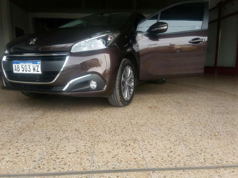 Peugeot 208 2017 - 10000 km
