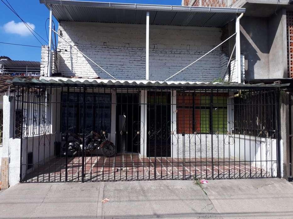 vendo casa grande en el barrio 7 de agosto excelente ubicacion