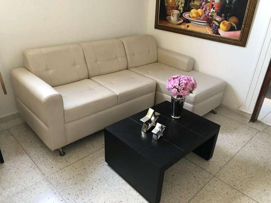 <strong>sofa</strong> en L con Mesa de Centro