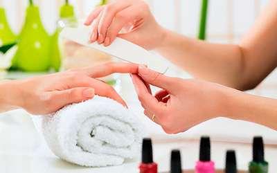 Se necesita manicurista para spa de uñas
