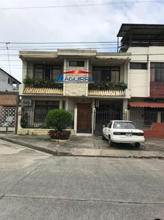 Venta de casa ciudadela Las Brisas, sector Supermaxi, Machala El Oro