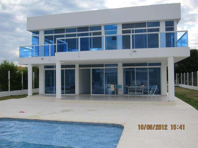 Casa en Arriendo Chinauta. Linda casa en conjunto cerrado, casa de dos plantas con piscina, jacuzzi. 56771