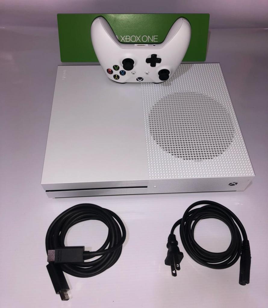 Consola Xbox One S de 500GB, garantía de 3 meses.
