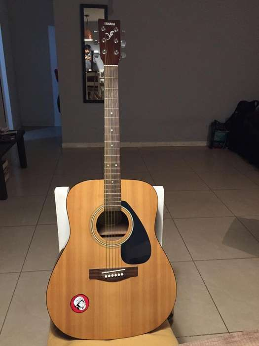 Guitarra Yamaha F310 Pie