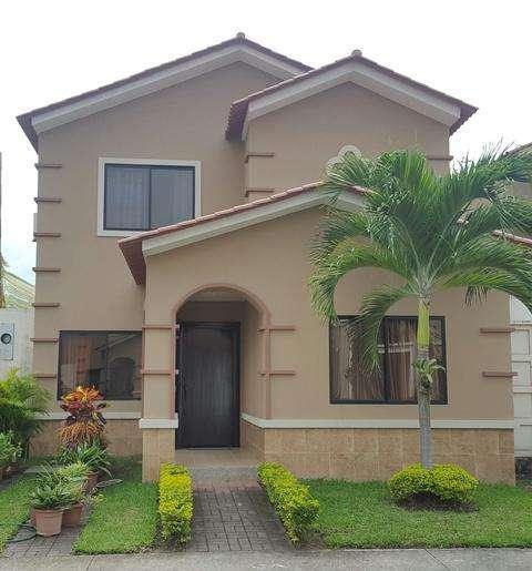 Venta de Casa en Urb. <strong>ciudad</strong> Celeste, cerca del C.C Riocentro El Dorado, Samborondon - C. Carrillo
