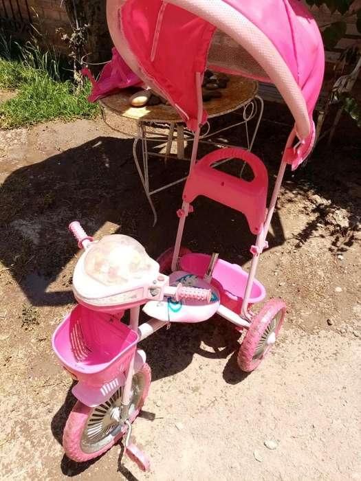 Se vende Triciclo Rosado