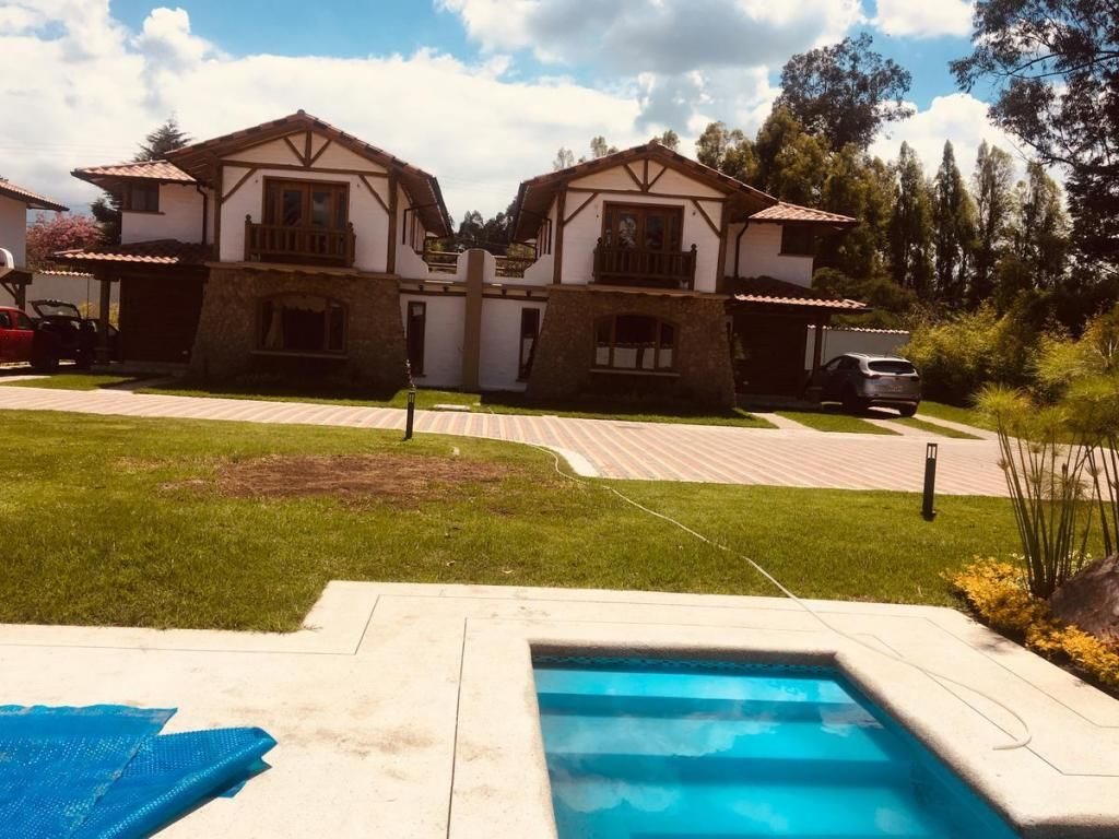 Casas de venta 172 mts2, 3 dormitorios Sector Tumbaco De lujo