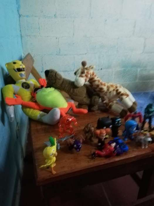 4 Peluches Y 17 Juguetes