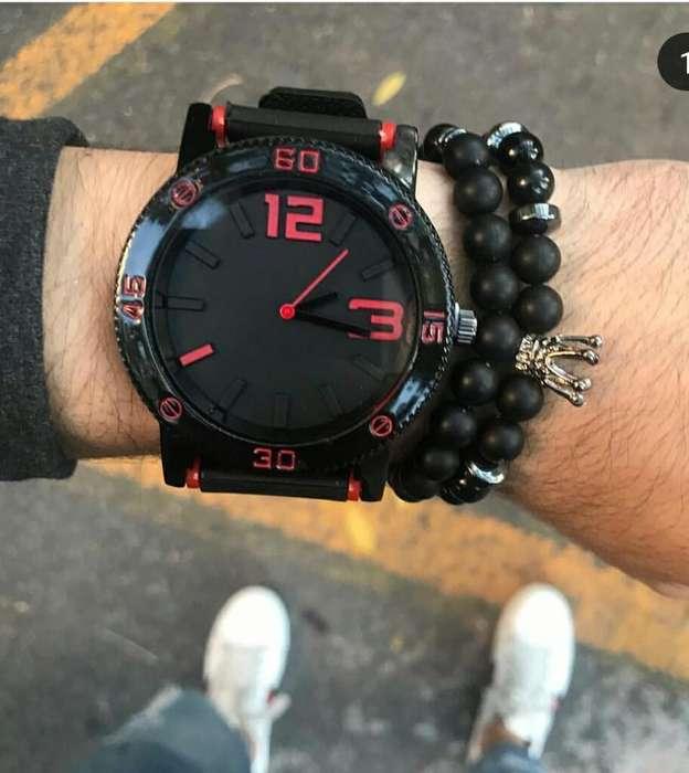 Reloj Rojo Y Negro con Correa de Goma