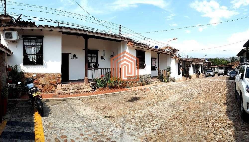 Vendemos casa colonial en el exclusivo Conjunto Residencial Castilla La Nueva, Girón. Housers Inmobiliaria