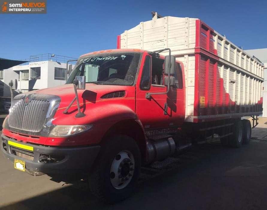 Camión International DuraStar 4400 6x4 año 2016 con Baranda