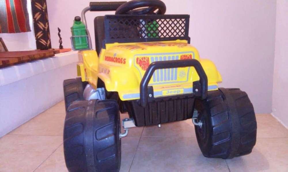 Jeep Explorator a Bateria