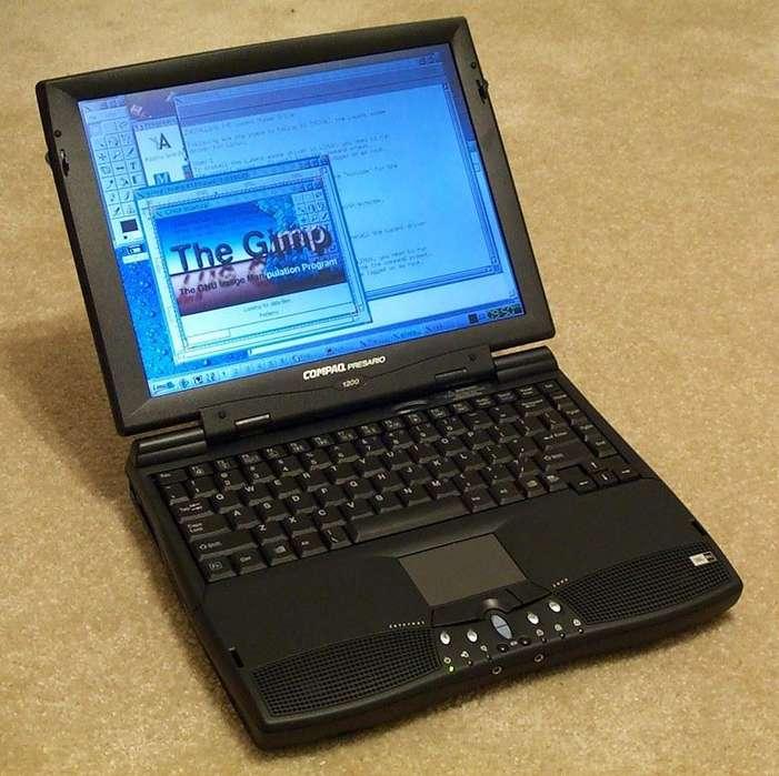Notebook Compaq Presario 1200 funcionando