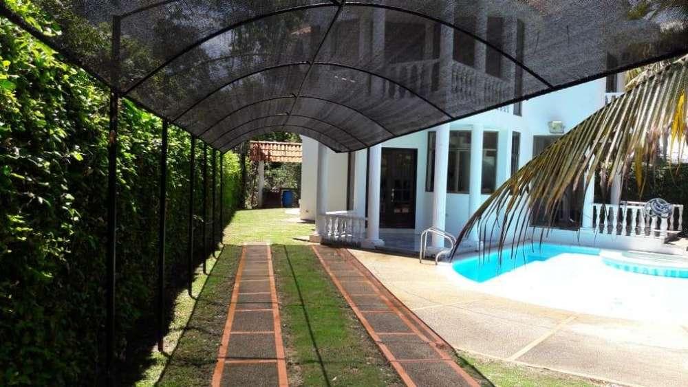 Amplia y linda casa, en condominio la estancia