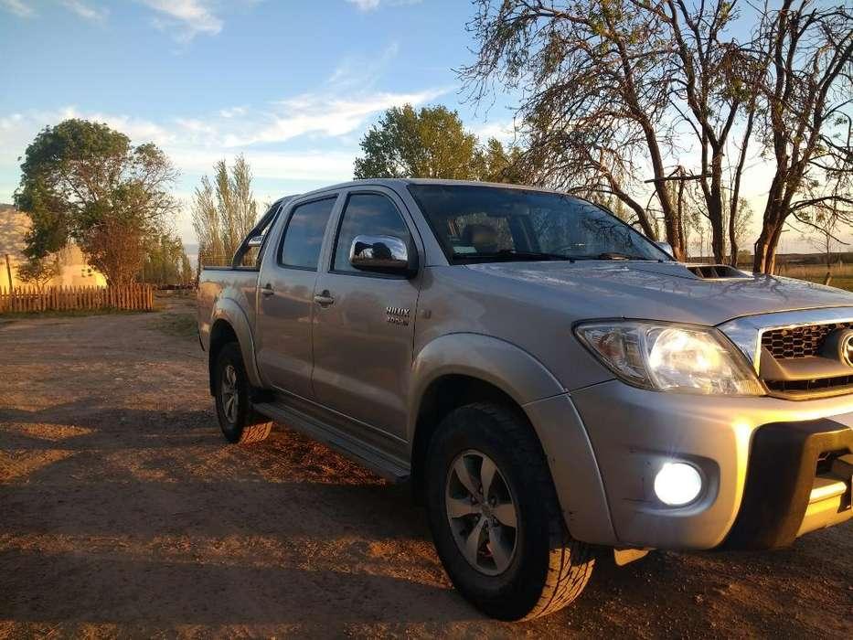 Toyota Hilux 2010 - 235 km