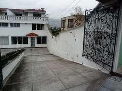 """Amplia y hermosa casa, precio de oportunidad, ubicación estratégica, """"NEGOCIABLE"""""""