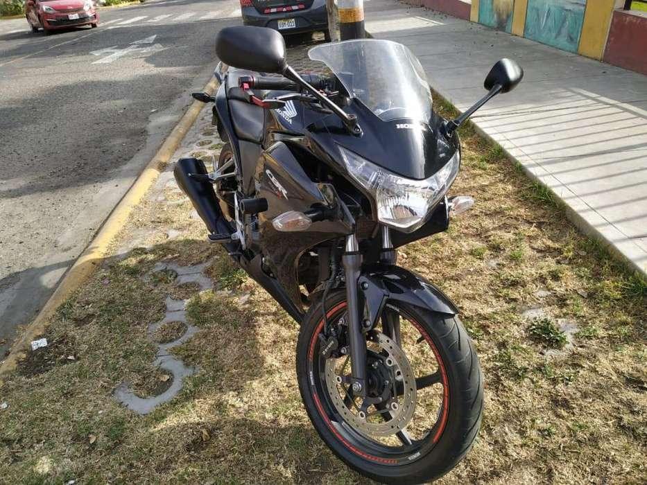 Vendo Honda CBR250R 2014 negra