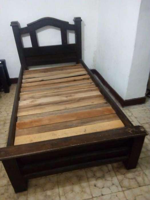 Se vende cama con nochero (1.10m x 0.90m).