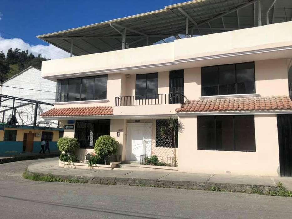 Se alquila amplia casa en Zamora Huayco