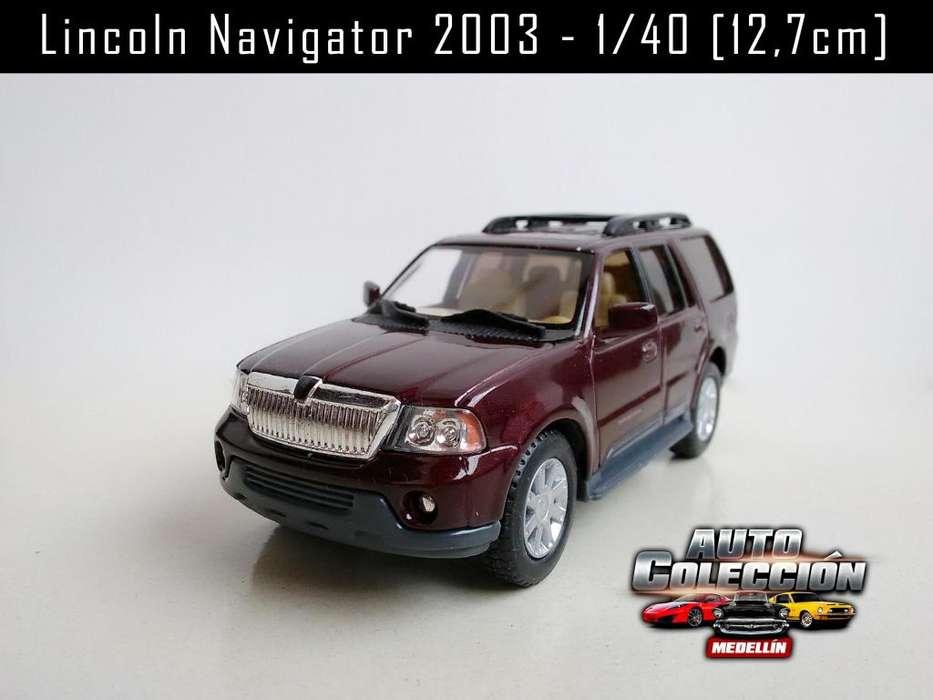 Auto de Colección Lincoln Navigator 2003 Escala 1/40 12,7 cm 20.000 Itagüí