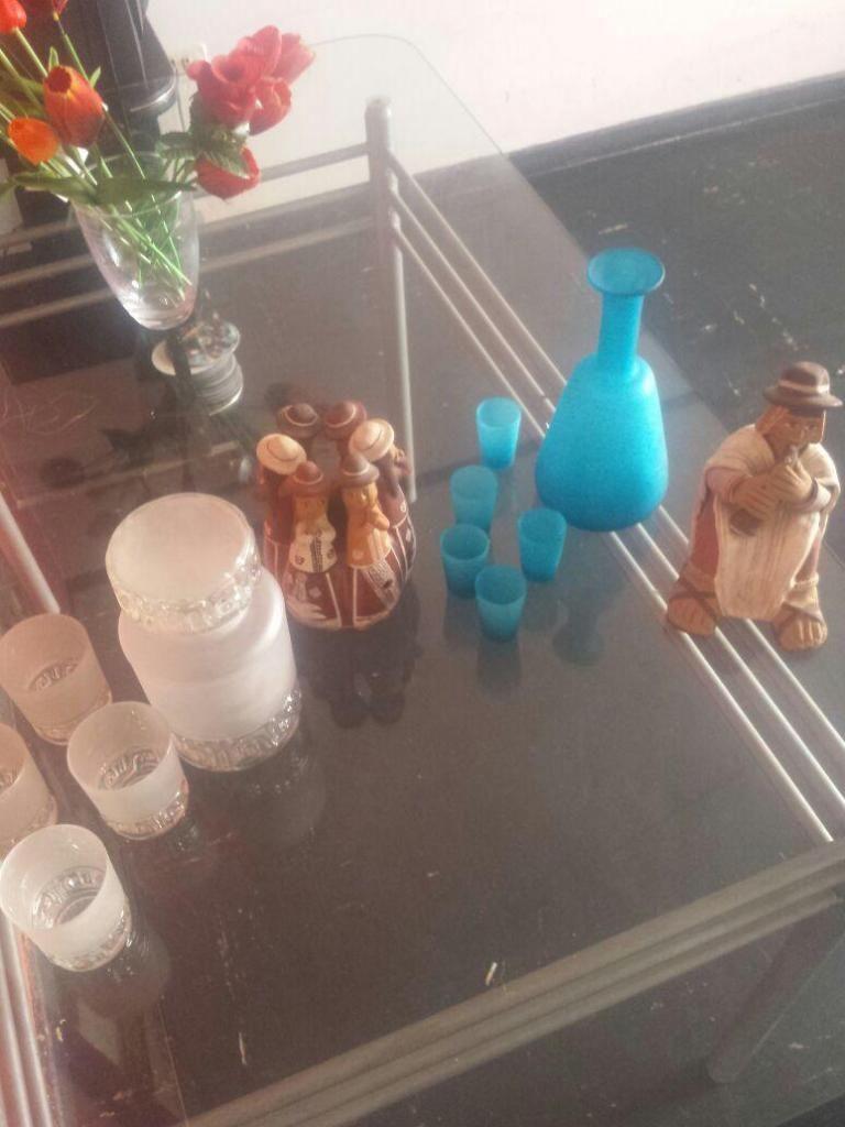 Botellas Wisqueras Y La Otra Pisquera Con Vasitos Vintage