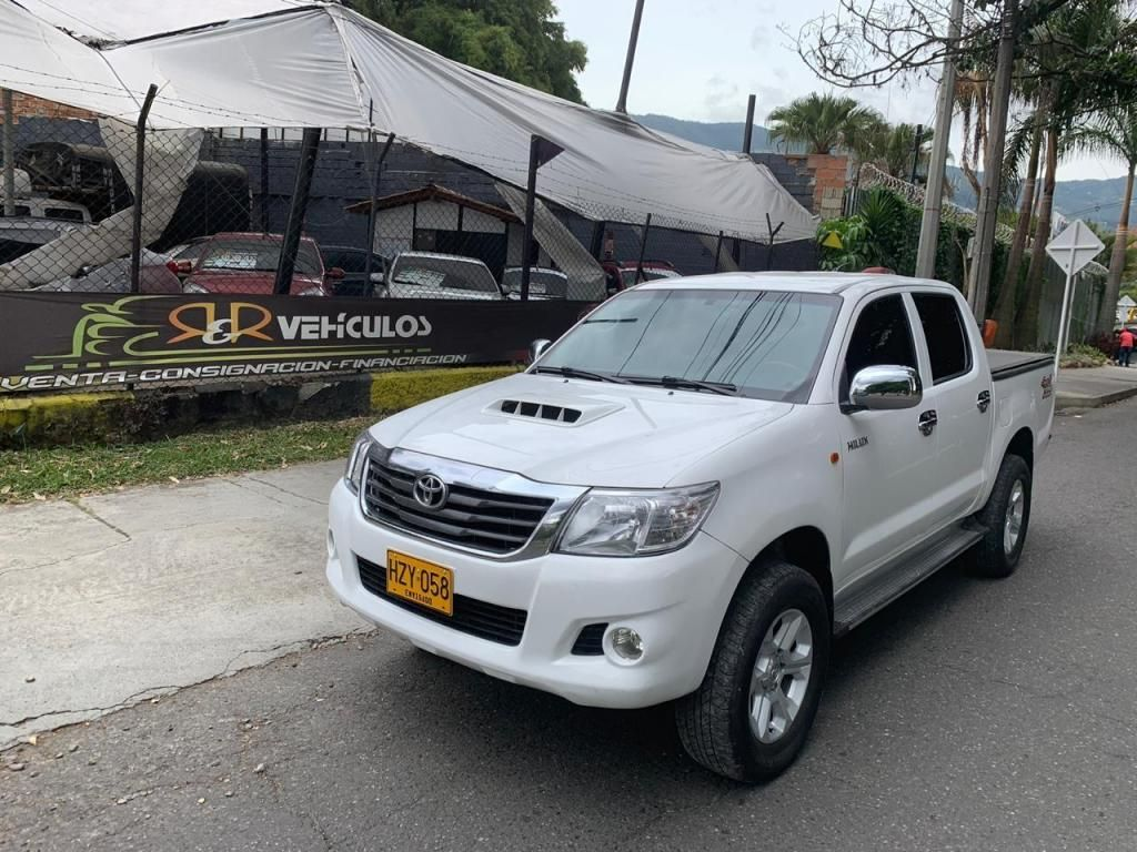 Toyota Hilux 4x4 diesel 2.5 cc Euro IV impecable 2015