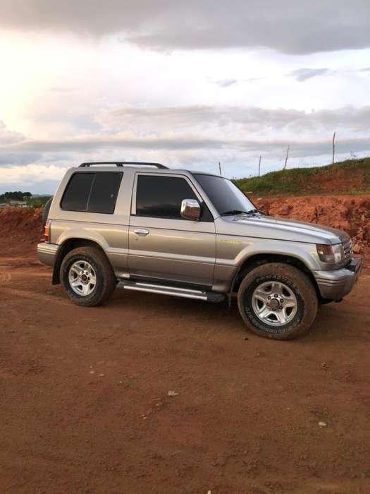 Mitsubishi Montero 2011 - 117000 km