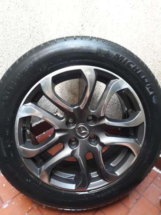 Vendo Rines con Llantas de Mazda Dos