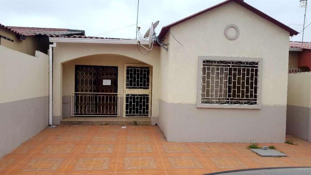 Alquilo Casa Villa Club Doral