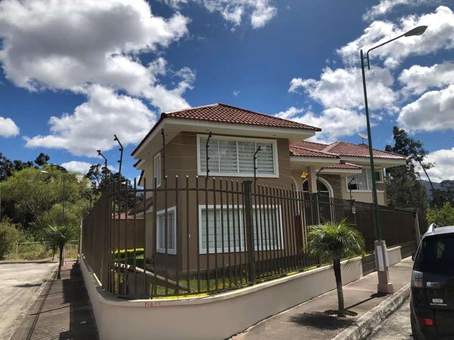 Se alquila casa de <strong>lujo</strong> al norte de Loja