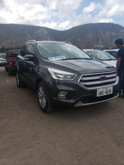 Ford Escape 2018 - 15900 km
