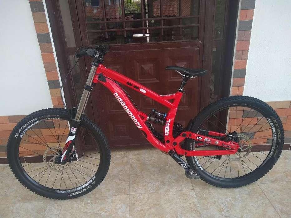 Bicicleta de Downhill Diamondback DB8 rin 27.5
