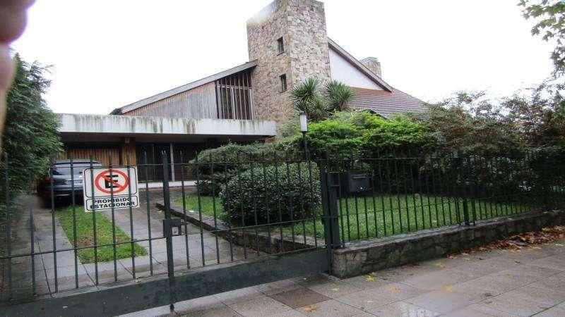 Casa venta Parque Bernal. Lote con 20 metros de frente Ideal desarrollo!