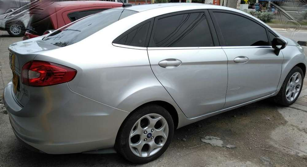 Ford Fiesta  2011 - 53000 km