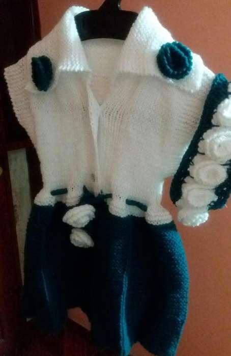Vestido tejido con cintillo de niña