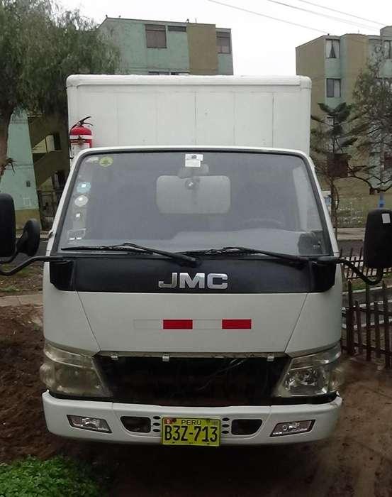 Camión JMC, modelo carrying 3.2T (placa: B3Z-713) Furgón motor y rampa hidráulica para cargar cilindros(a ensamblar)