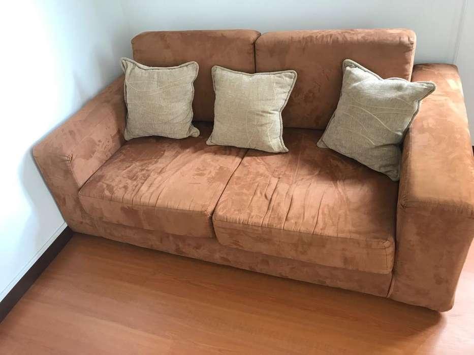 Sofa de Dos Puestos, Perfecto Estado.