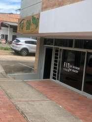 Amplio local comercial en importante sector de la ciudad.