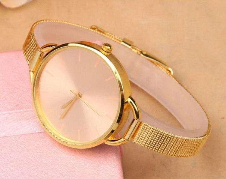 Reloj De Mujer Elegante Con Brillantes, Gran Marca
