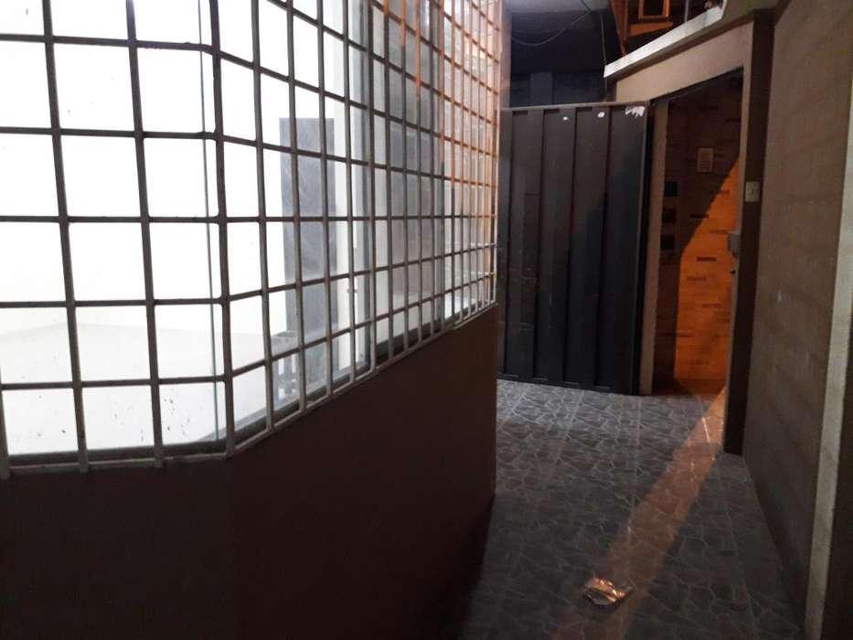 Se arrienda en Machala bonito departamento en planta baja: