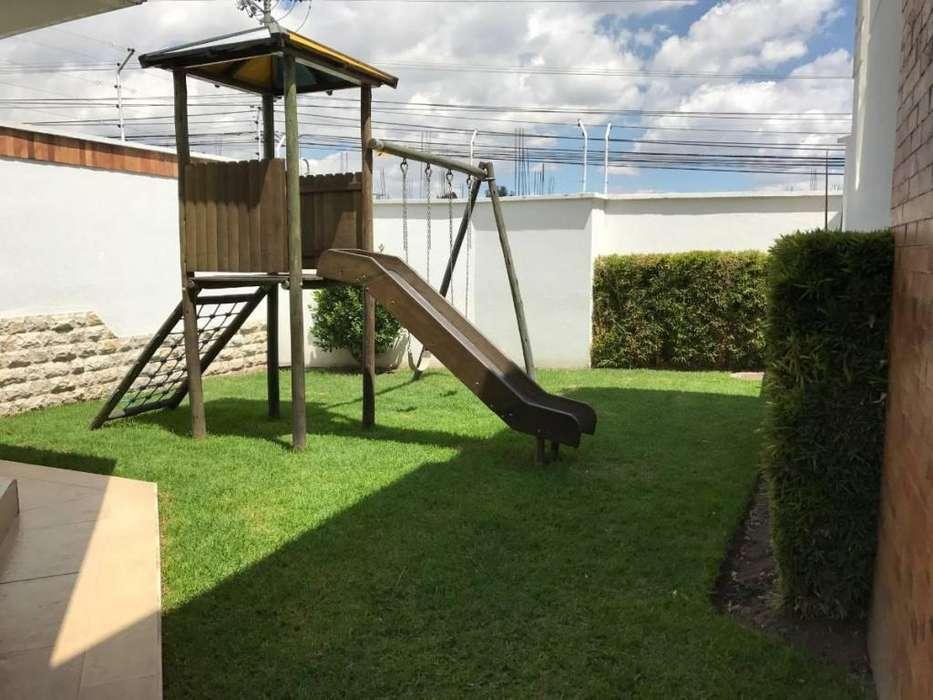Alquiler de Casa Sector Cumbaya/ Parque del Reservorio