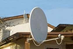 Antena satelit FTA banda KU 65 cm LNB soporte y coaxil 15 mt