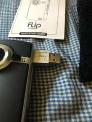 Cámara Flip Video F260B, nueva con todos los accesorarios, traída de USA