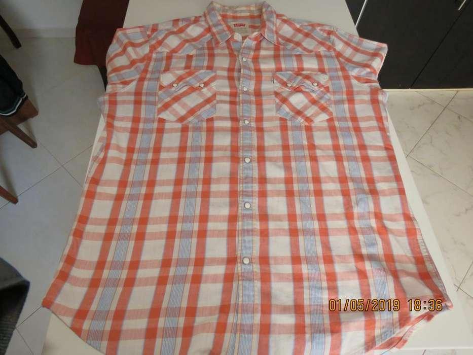 VENDO Camisa Levis para hombre en buen estado.