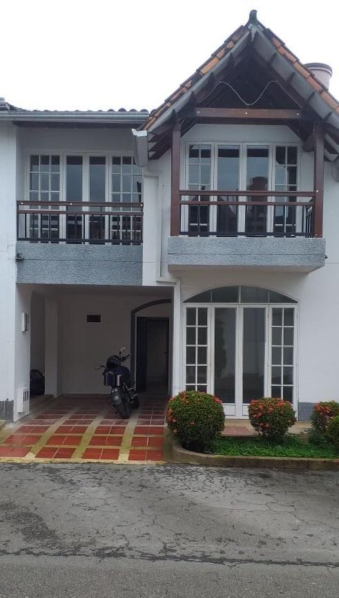 !!! ganga !!! linda casa, de 2 pisos en un excelente conjunto cerrado quintas de morelia 1
