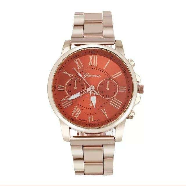 Reloj Geneva Metalico Rose gold con tablero Rojo envio gratuito
