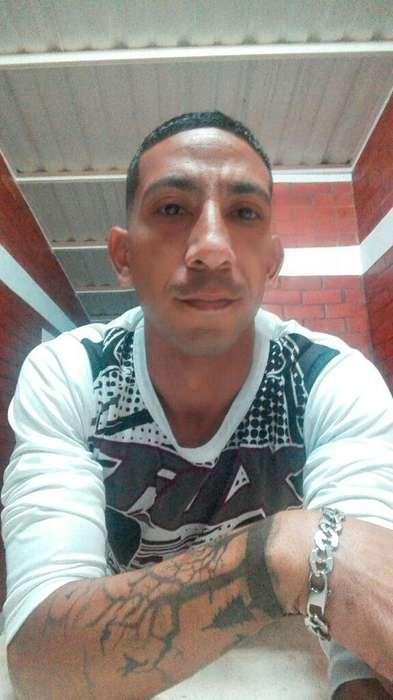 Busco Trabajo de Mesero Soy Venezolano