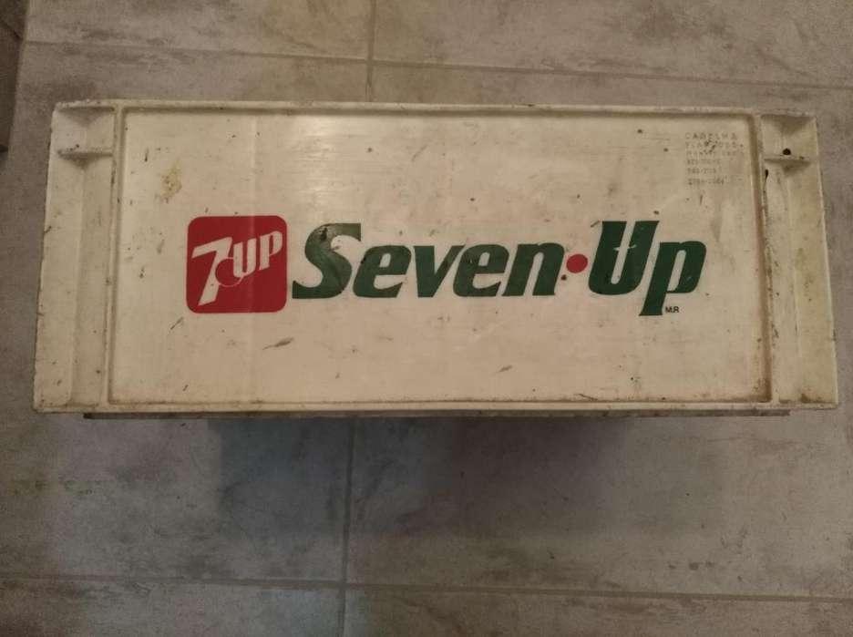 Cajón Seven Up para Botellas de 1litro.